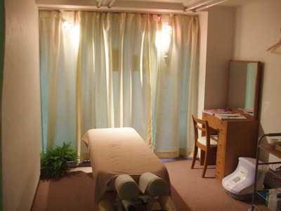 ナホラとも鍼灸整骨院(整体師/セラピストの求人)の写真1枚目:完全予約制の治療院です