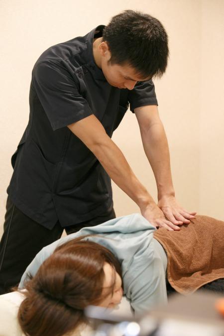 まんじ鍼灸整骨院(柔道整復師の求人)の写真1枚目:一人ひとりに合わせた施術を行っております。
