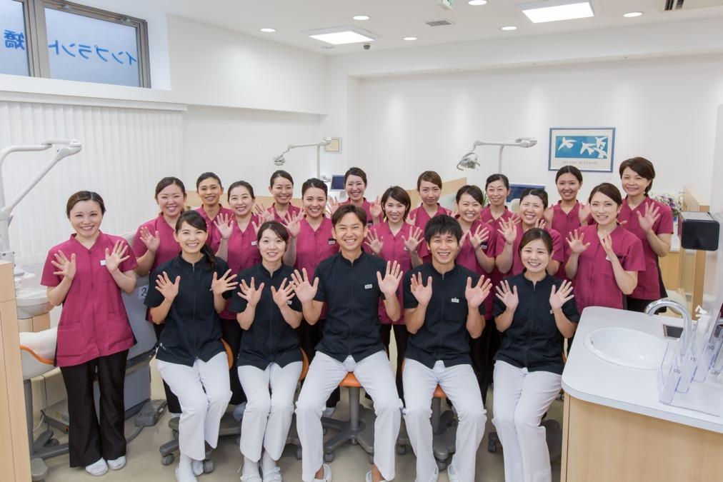 医療法人花栄会ヴィソラデンタルクリニック(歯科衛生士の求人)の写真:総勢26名の大型歯科医院 ドクター、スタッフみんな仲良く楽しく仕事しています