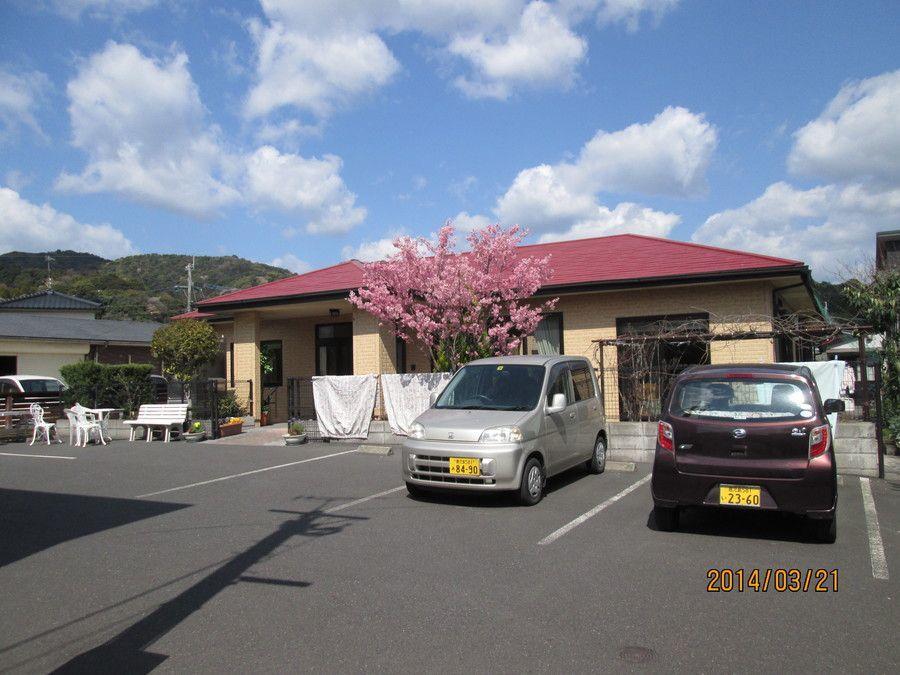 グループホームぶどうの木(介護職/ヘルパーの求人)の写真:外観です。今年もお庭の桜の花見を利用者と楽しみました。