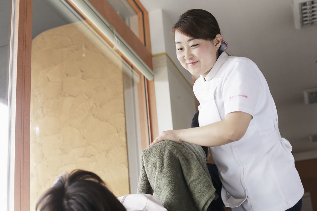 さくらリバース 訪問鍼灸リハビリマッサージ事業部の写真3枚目:女性治療師も多数在籍