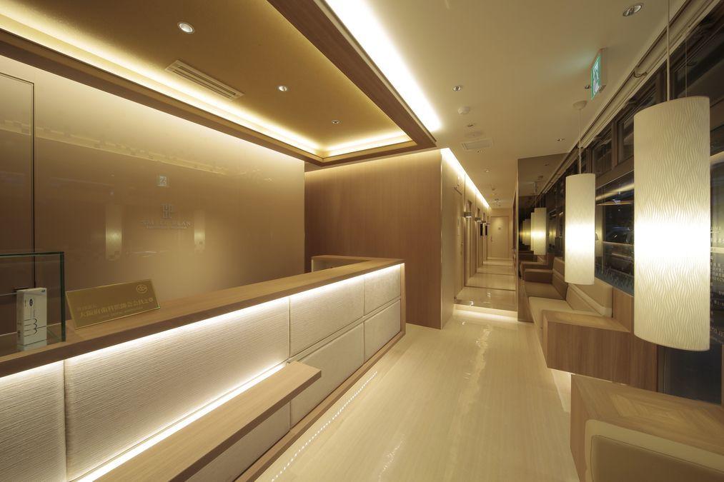 山本歯科クリニック(歯科助手の求人)の写真:ホテルのような洗練された受付