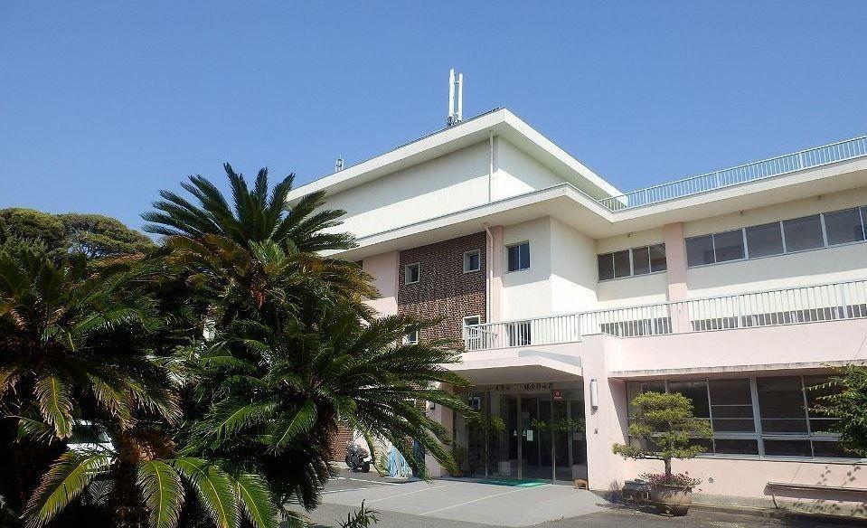 介護付有料老人ホーム鎌倉静山荘(管理職(介護)の求人)の写真1枚目:天気が良い日には大島、伊豆半島も見える眺望が自慢です