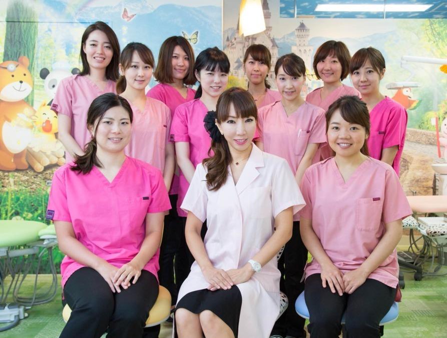 白金こどものはいしゃさん(歯科助手の求人)の写真:スタッフはみんな子どもが大好き!明るく楽しい職場です