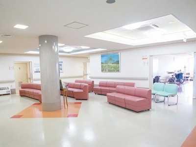 やりたクリニック(医師の求人)の写真1枚目:院内は明るく清潔感があります