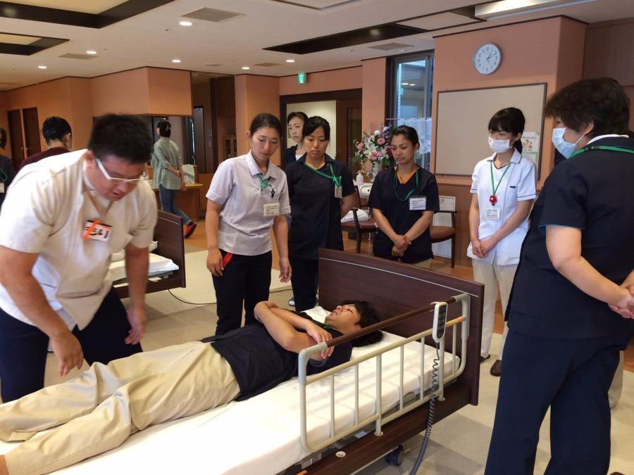 さくらリバース 訪問鍼灸リハビリマッサージ事業部の写真6枚目:他職種間での研修も積極的に行い連携を図ります