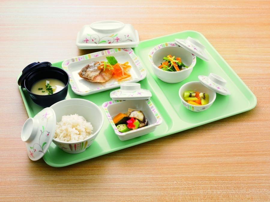 日清医療食品株式会社 東栄病院内の厨房(管理栄養士/栄養士の求人)の写真2枚目:季節の食材や地域食材を活用した食事を提供しています