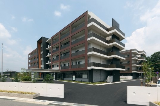 伊賀総合ケアセンター シルバーケア豊壽園【特別養護老人ホーム】(介護職/ヘルパーの求人)の写真1枚目:複数の事業所が一体となった介護の複合施設です