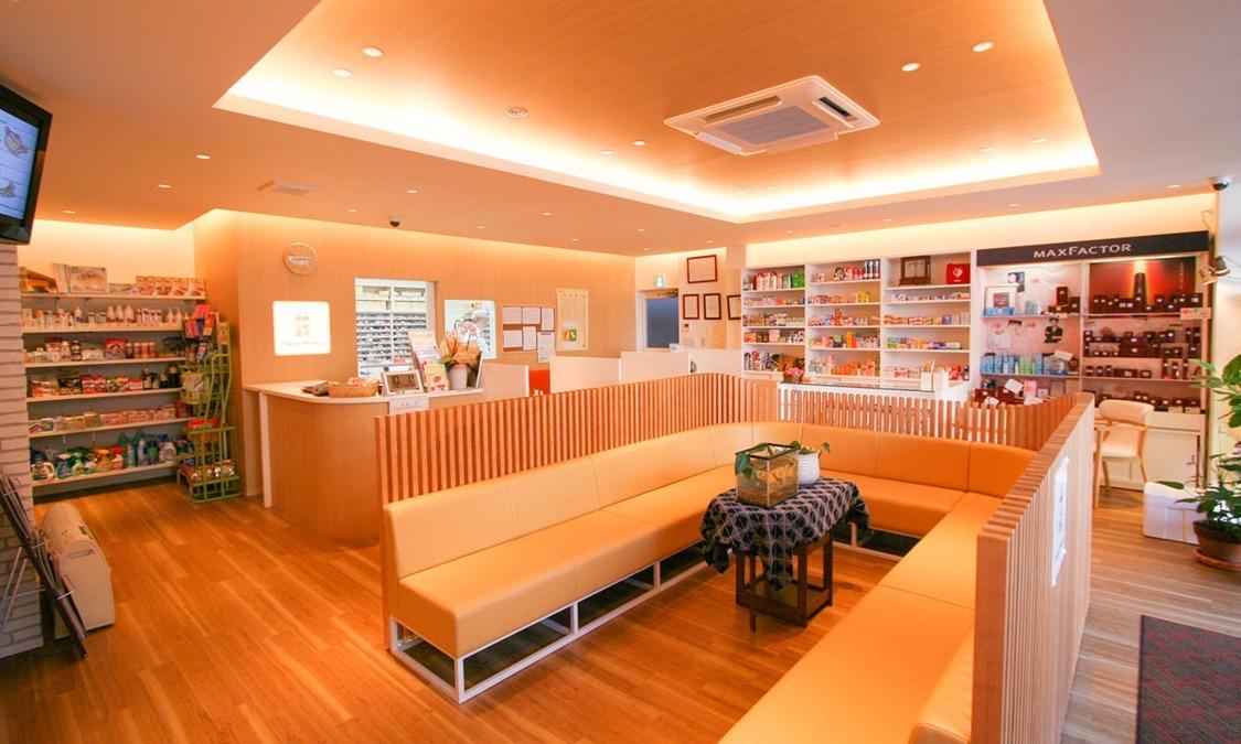 小松薬局本店の写真2枚目:1996年に待合室のくつろぎやすさ、調剤室の拡張のために増築しました