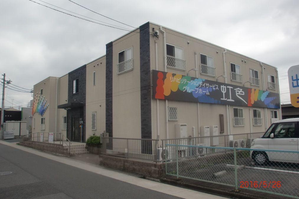 グループホーム虹色(介護職/ヘルパーの求人)の写真4枚目:この建物の2階が「グループホーム虹色」です。