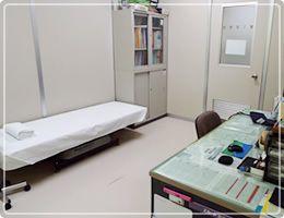 とよおかクリニック(看護師/准看護師の求人)の写真1枚目:1F診察室。最善の治療を行えるよう努めています
