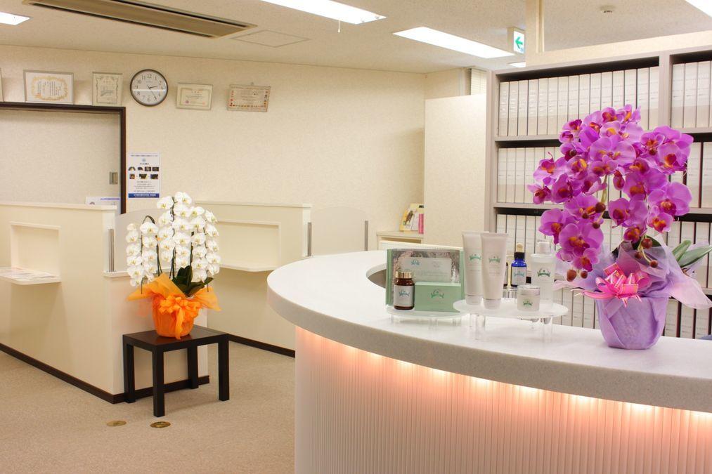 静岡中央クリニック(医療事務/受付の求人)の写真:明るく清潔感のある院内です