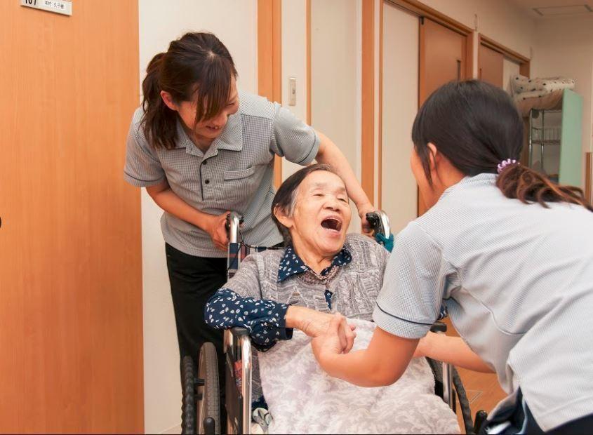 リンデンバウム日明(介護職/ヘルパーの求人)の写真1枚目:利用者様目線のケアを提供しています