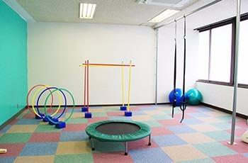 スポーツキッズらいぶりー板宿の写真1枚目:「スポーツキッズらいぶりー板宿」はスポーツを通じ子どもたちの成長を育みます。