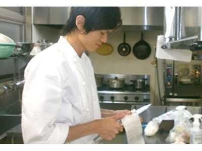 HITOWAフードサービス株式会社 イリーゼかすかべ内の厨房の画像