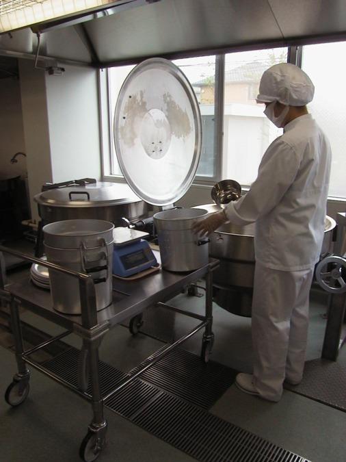 名阪食品株式会社 さいたま市立第二東中学校内の厨房の画像