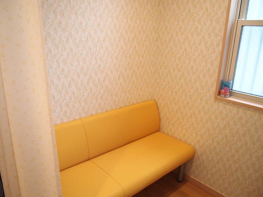 オーシャンキッズクリニック(医療事務/受付の求人)の写真8枚目:お母さんのためのゆったりとした授乳室