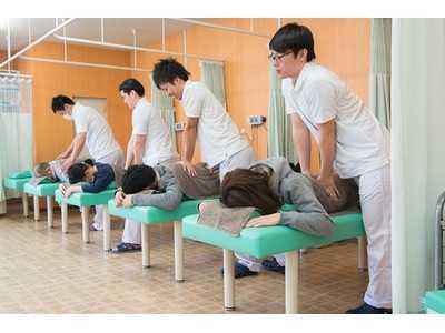 せんば接骨院赤塚院(柔道整復師の求人)の写真1枚目:患者様一人ひとりにあったオーダーメイドの施術を提供しています♪
