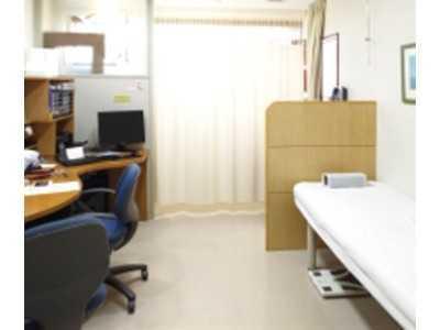 日赤通り谷崎MAクリニック(医療事務/受付の求人)の写真3枚目:診察室は清潔さを重視