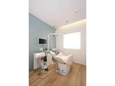 あい歯科・小児歯科(歯科衛生士の求人)の写真12枚目:メンテ専用ユニットあります。 唾液検査、位相差顕微鏡、口腔内規格写真も導入済み