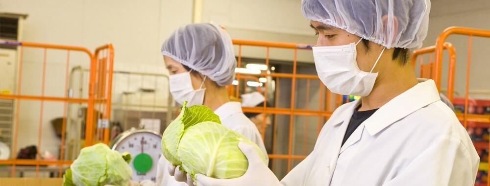 四日市マルタマフーズ株式会社 ショートステイやばせ内の厨房(管理栄養士/栄養士の求人)の写真:安心安全な食事を提供するため、食材の品質管理に万全を期しています