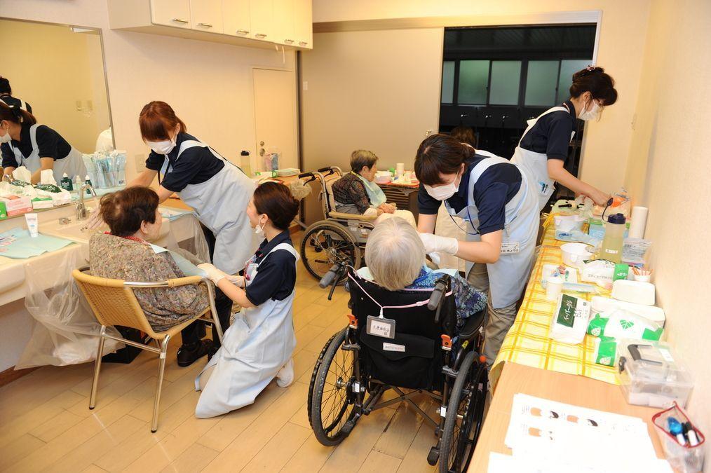 コンパスデンタルクリニック立川若葉町(歯科衛生士の求人)の写真:施設のレクリエーションルームや個室に伺い診療いたします