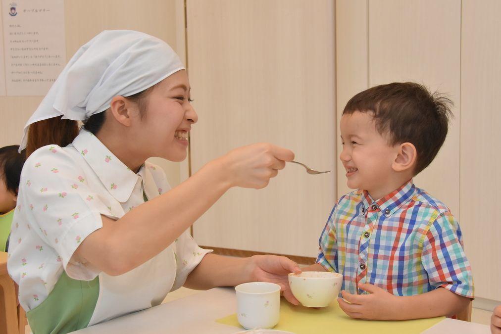 ポピンズナーサリースクール馬込(管理栄養士/栄養士の求人)の写真1枚目:食育や、旬の食材を使ったクッキング等を通し子どもたちの健やかな成長を支援しています