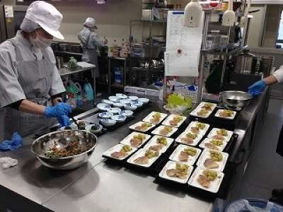 株式会社ホームラン・システムズ 介護老人保健施設くすの郷内の厨房の画像