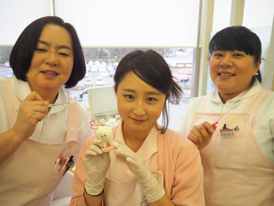 八王子歯科(歯科医師の求人)の写真:スタッフはおしゃべり好きが多く、患者様とも笑いあったり、院内はいつもとても明るい雰囲気☆