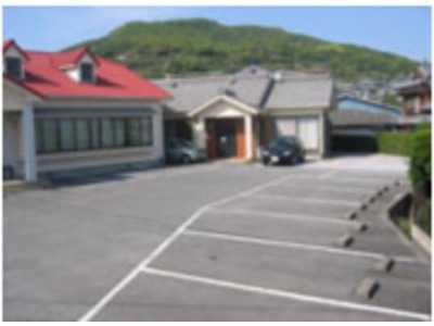 おざさ歯科医院(歯科衛生士の求人)の写真2枚目:広い駐車場を完備しています