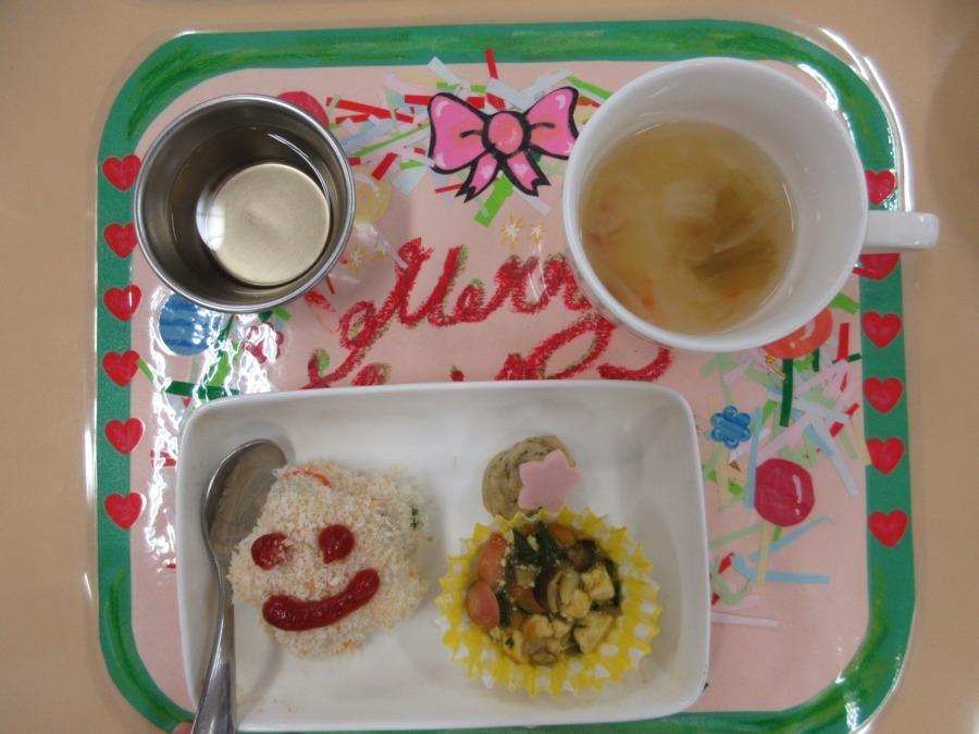 新大橋のびっこ保育園(管理栄養士/栄養士の求人)の写真1枚目:子ども達に美味しい給食を作ります(*^_^*)