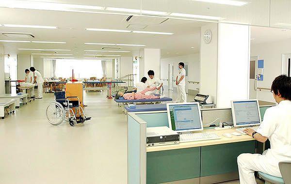 宝塚リハビリテーション病院の写真:各病棟にリハビリ室、食堂、談話室、浴室等を設けています