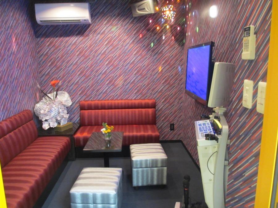 ラ・ナシカ うえだ(介護職/ヘルパーの求人)の写真6枚目:自慢のカラオケルームです♪本格的な作りになっています♪