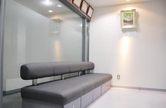 西田歯科医院の写真2枚目:待合室の様子です。