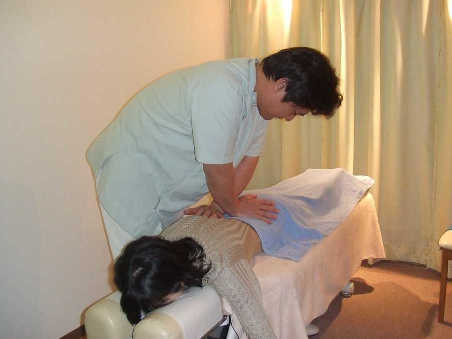 ナホラとも鍼灸整骨院(整体師/セラピストの求人)の写真6枚目:勉強会で的確な手技力と対応力が身に付きますよ