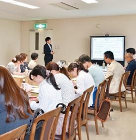 ツジ薬局 名緑店(医療事務/受付の求人)の写真:社内での勉強会でスキルアップを目指せます。