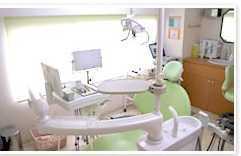 女子大前歯科(歯科衛生士の求人)の写真:インプラントには特に力を入れています