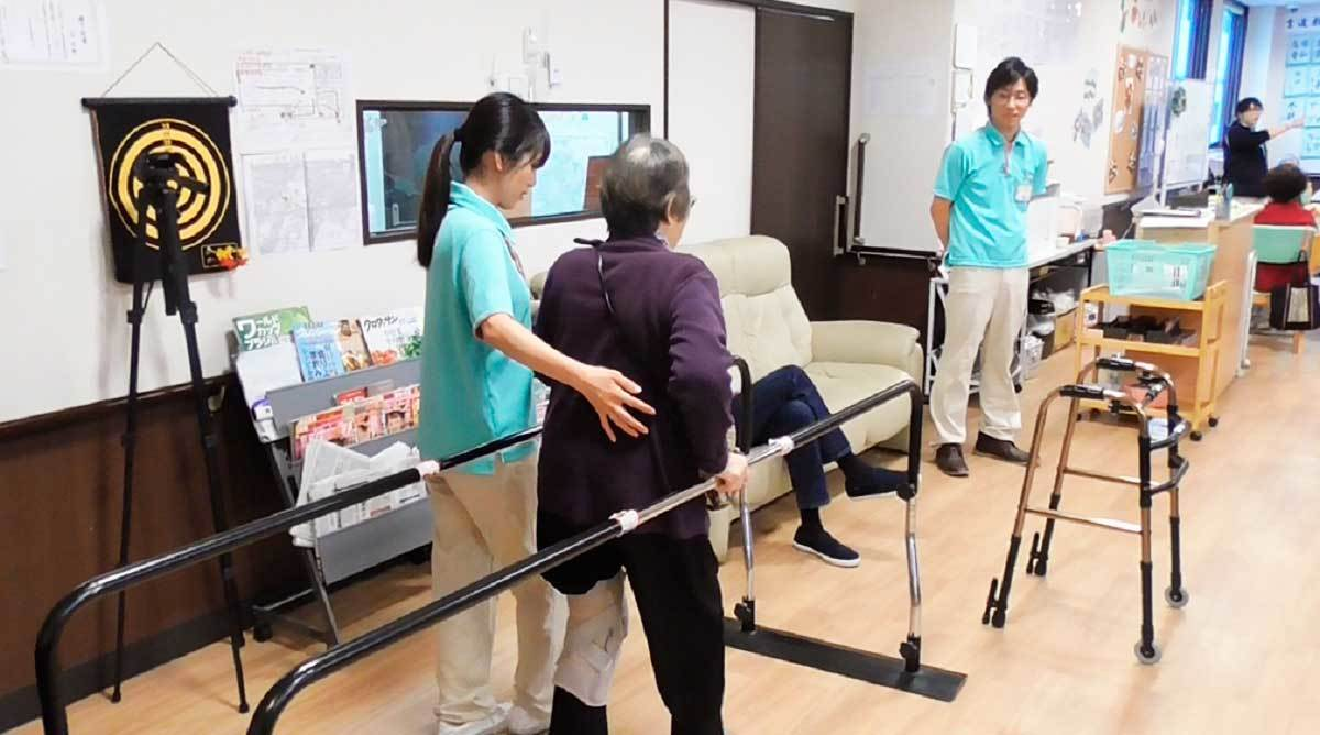 デイサービスセンター目黒中町(介護職/ヘルパーの求人)の写真5枚目:介護スタッフの機能訓練を見守ることも生活相談員の仕事です。
