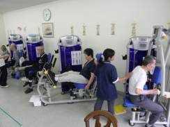 リハビリデイサービス げんきの森(介護職/ヘルパーの求人)の写真1枚目:日本の高齢者に合ったトレーニングマシーン