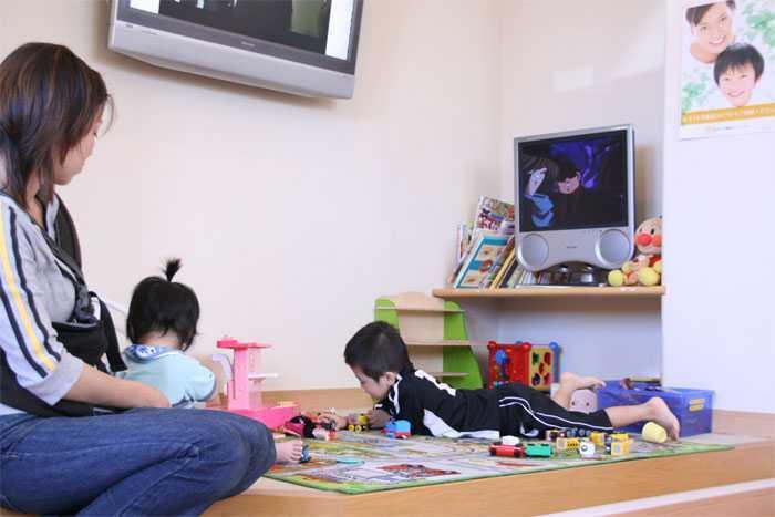 かまくら歯科(歯科衛生士の求人)の写真6枚目:小さいお子様のためにキッズスペースがあります。