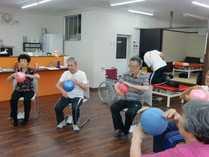 リハビリデイサービスRingle(介護職/ヘルパーの求人)の写真5枚目:トレーニングの様子です。