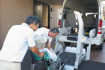 セントケア保土ヶ谷デイサービスセンター(介護職/ヘルパーの求人)の写真4枚目:日々のコミュニケーションが信頼関係を築きます。