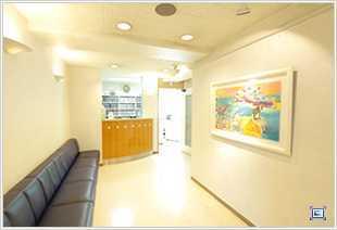 おおかめ歯科クリニック(歯科衛生士の求人)の写真1枚目:院内全体が、広くゆったりとした空間になっています