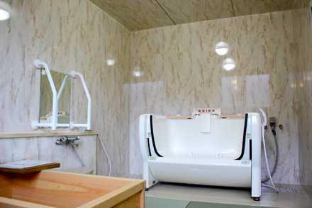小規模多機能型居宅介護施設 与願寿(よがんす)(看護師/准看護師の求人)の写真:浴室は広々としているので作業もしやすいと好評です