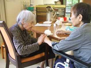 特別養護老人ホーム守里苑(介護職/ヘルパーの求人)の写真3枚目:今日のおやつはカスタードケーキです♪