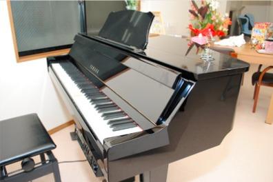 デイサービスひとやすみ はなはた(介護職/ヘルパーの求人)の写真1枚目:自動演奏ピアノも設置しています