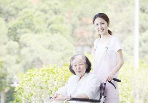介護老人保健施設星ケ丘アメニティクラブ(介護職/ヘルパーの求人)の写真2枚目:ご利用者様、職員ともに居心地の良い環境を心掛けております、ご応募をおまちしております!