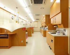 福島歯科医院(歯科衛生士の求人)の写真1枚目:明るく清潔感のある院内です