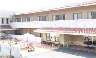 介護老人保健施設 都筑シニアセンター(介護職/ヘルパーの求人)の写真1枚目:可能性の追求をモットーとした介護老人保険施設です