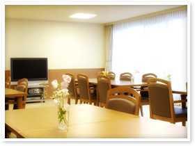 有料老人ホーム サンライズ・ヴィラ瀬谷(介護職/ヘルパーの求人)の写真2枚目:中は光りあふれる明るい空間